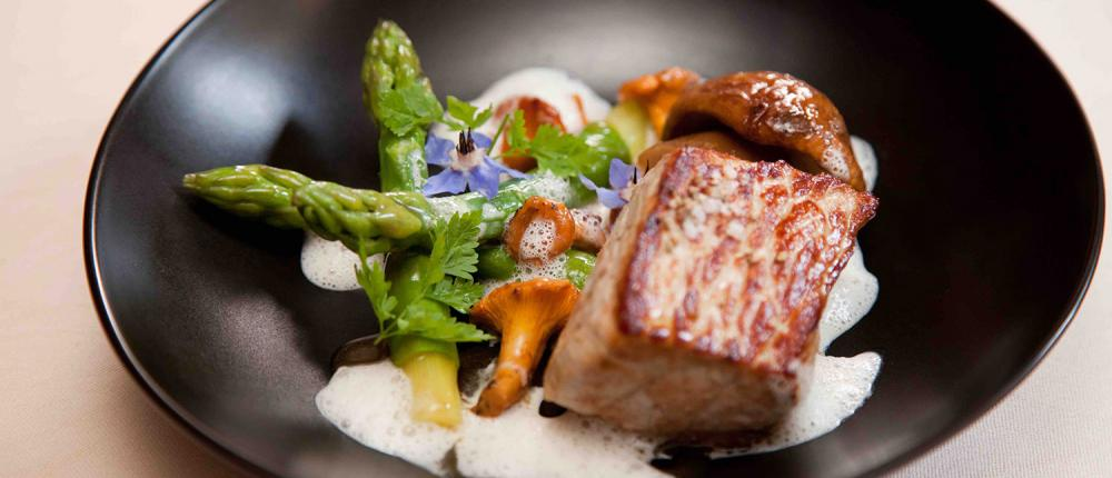 Take advantage of our gourmet partnership with the restaurant L'Epopée